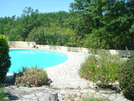 Broves en seillans 83 vente villa avec piscine 83440 for Piscine 75018
