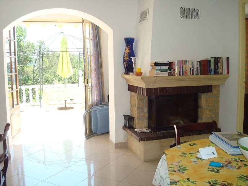 FAYENCE (83) villa avec piscine en position dominante vue village et collines