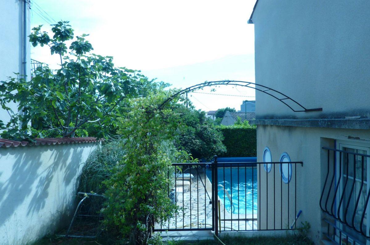 A VENDRE MANOSQUE (04) Villa 6 pièces de 140 m² avec piscine sur terrain de 650 m²