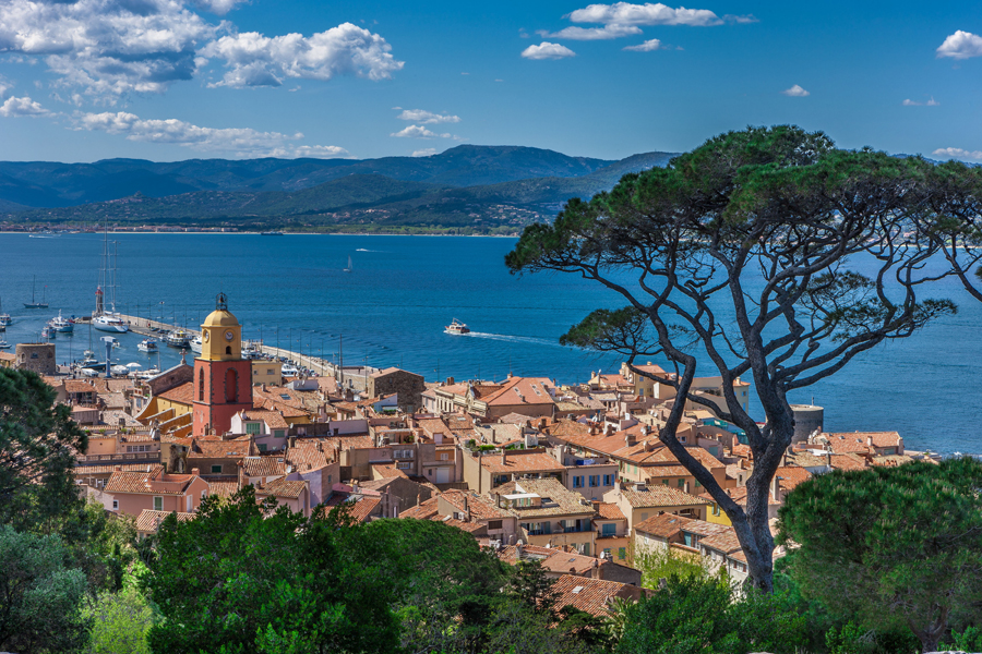 A VENDRE SAINT TROPEZ (83) au cœur du village, appartement NEUF de 145 m², 3 chambres,  parking privatif