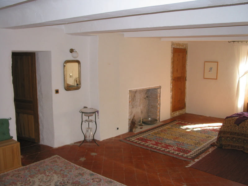 A VENDRE proche MOUSTIERS SAINTE MARIE (04) propriété avec mas du 18ème siècle, maison individuelle et dépendances sur 11 HECTARES de verdure