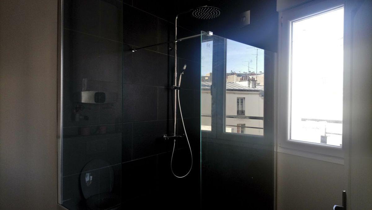 PARIS (75018) A LOUER bien de prestige duplex de 77m² + balcon filant et toit terrasse