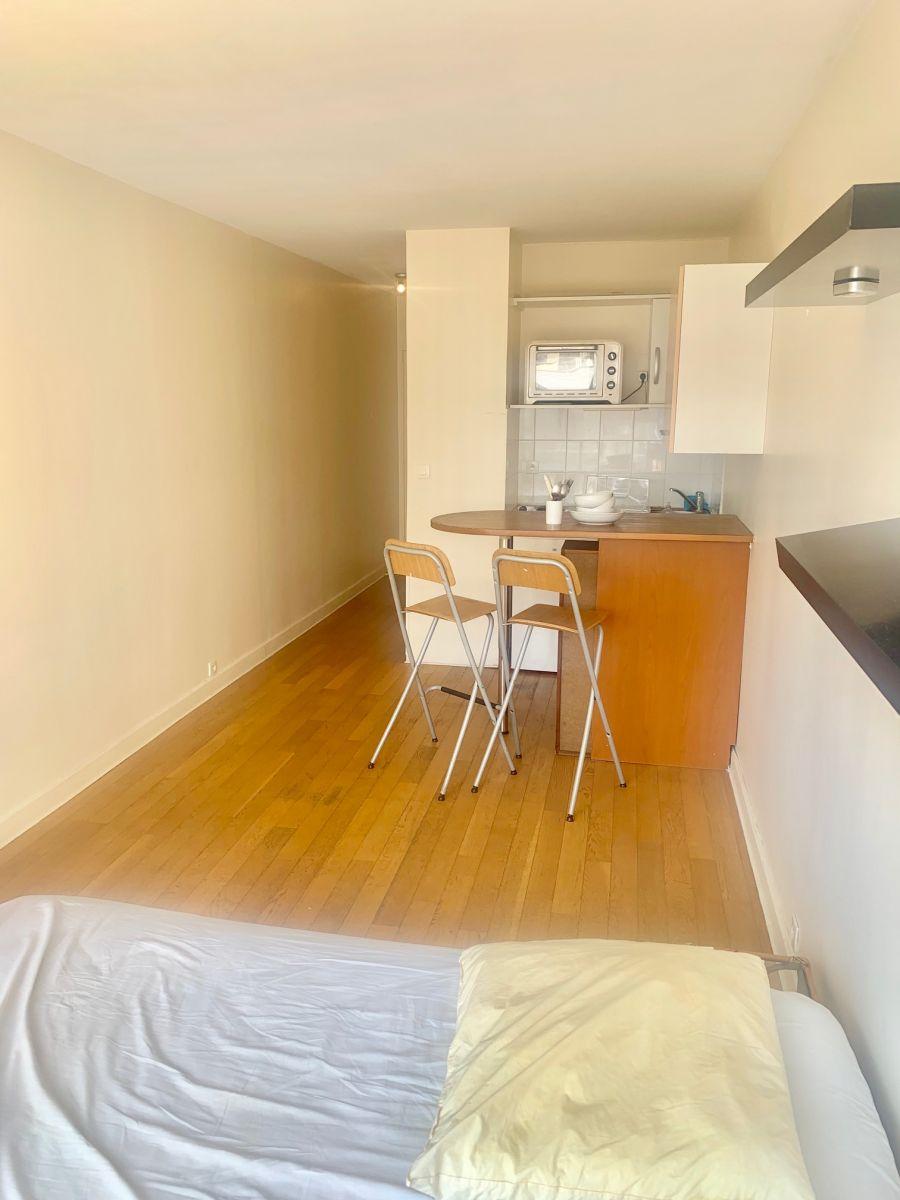 A LOUER PARIS (75015) - Appartement meublé de 22 m² avec balcon