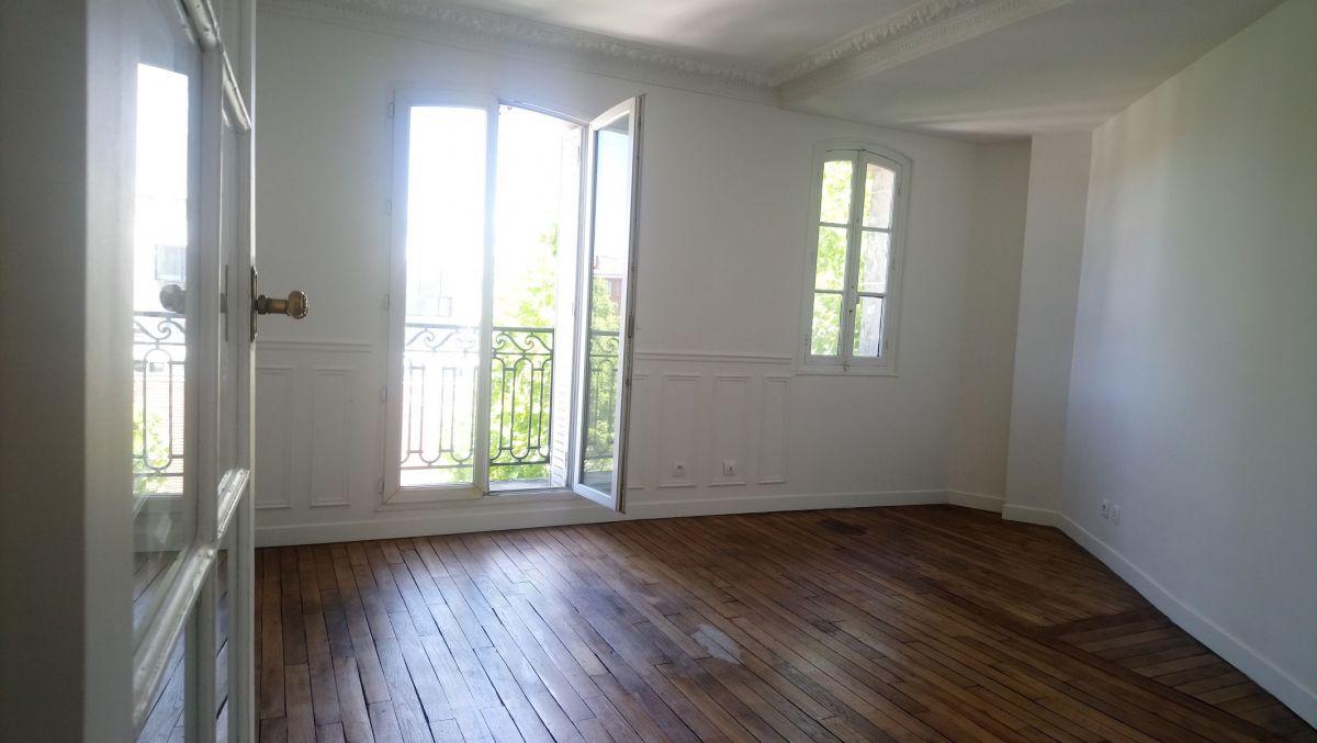 PARIS (75018) A LOUER 3 PIÈCES de 61m², 5ème étage AVEC ASCENSEUR, CHAUFFAGE ET EAU CHAUDE COLLECTIFS