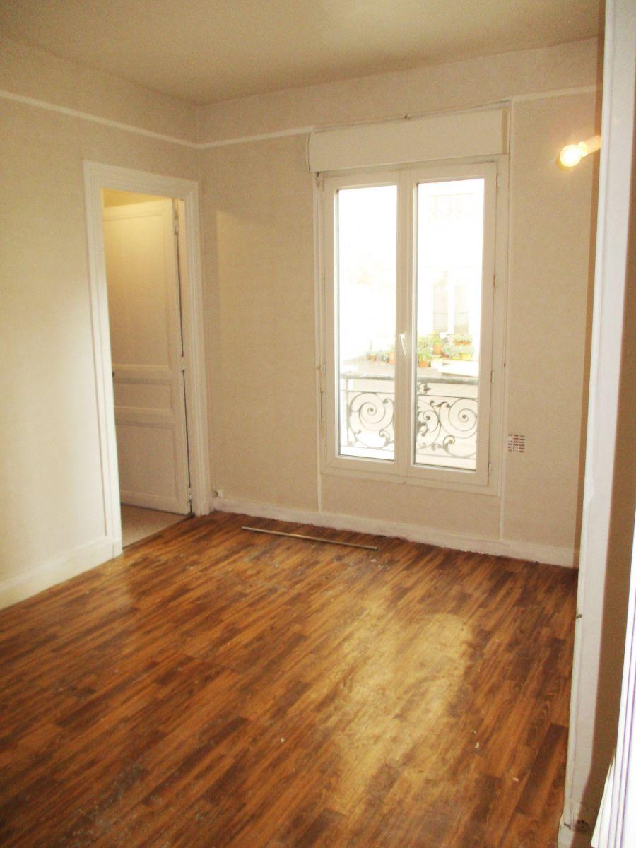 A VENDRE - PARIS (75018) rue de la chapelle - rue des roses