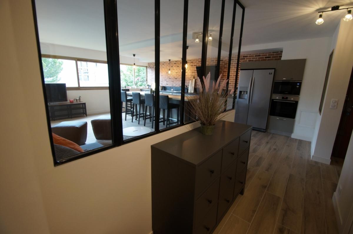 ANTIBES (06) VIEIL ANTIBES appartement 3 pièces avec terrasse entièrement rénové, garage, cave