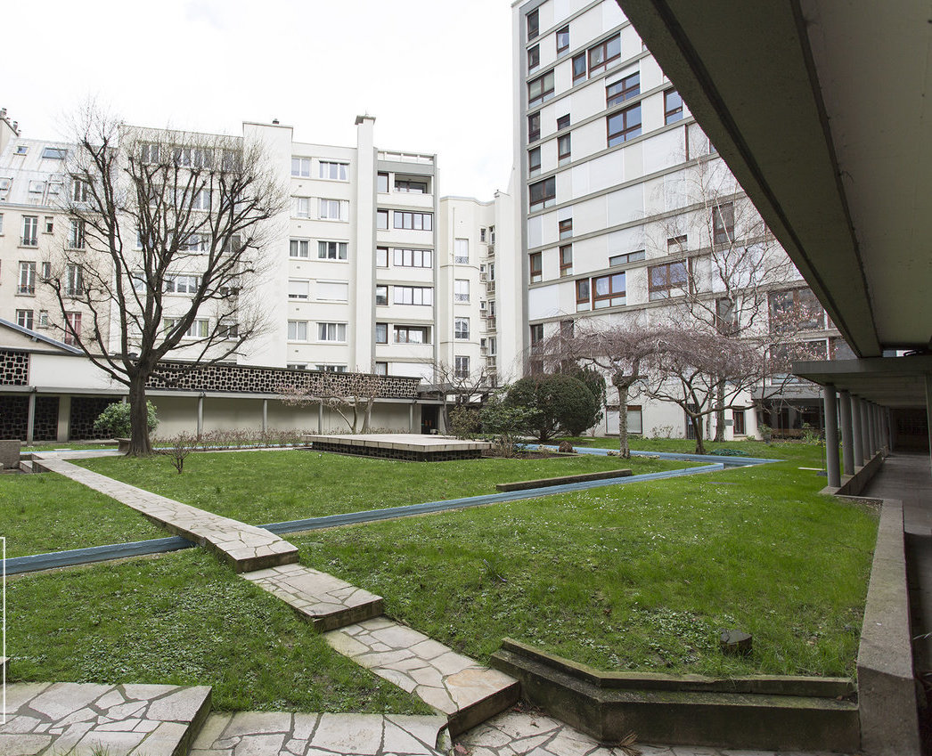 Location pure - PARIS (75014) local professionnel de 100 m²