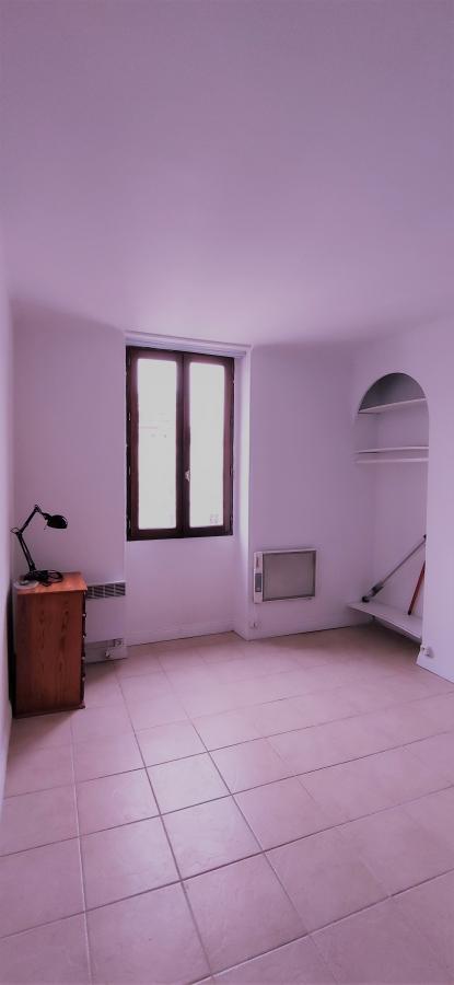 PARIS (75009) Studio meublé de 17m² dans un immeuble Napoléon III
