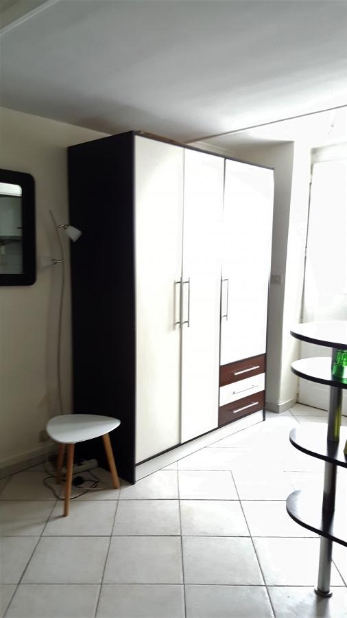PARIS (75011) - Studio dans une impasse calme