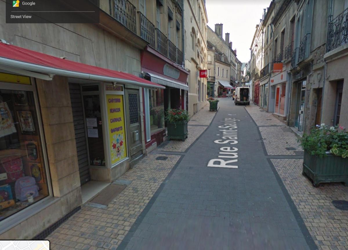 LOCATION PURE - AUTUN (71) EMPLACEMENT N°1  rue piétonne - Local commercial de 57m² tous commerces